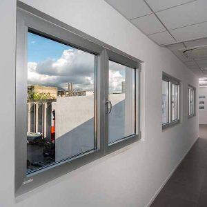 finestra-alluminio-taglio-termico-cnr-napoli2_910x600